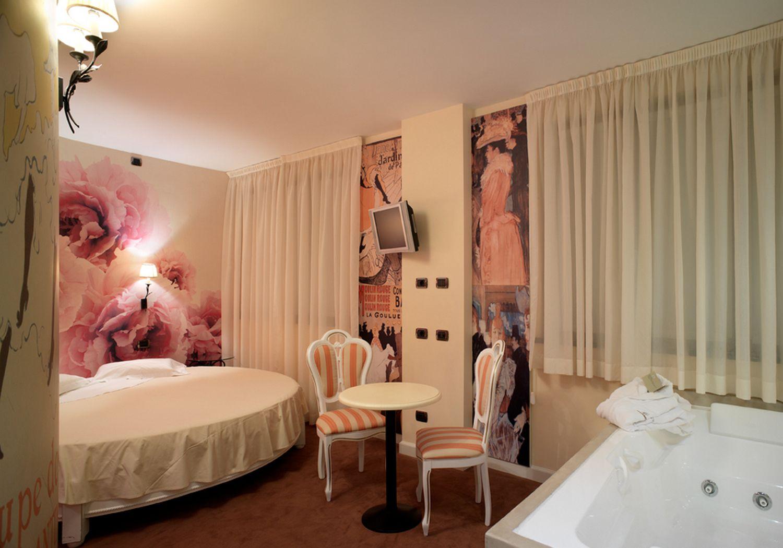 Bagno Con Doccia O Vasca : Suite con vasca idromassaggio in camera milano