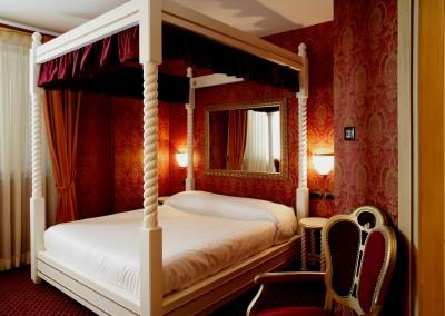 roma-imperiale-suite-tema-milano-pavia-vasca-camera